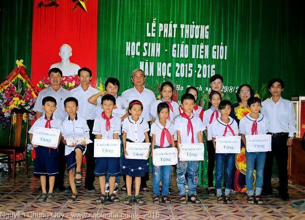 Quỹ caolaoha.com tặng sách giáo khoa cho học sinh nghèo niên khóa 2019 - 2020